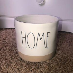Rae Dunn Home Ceramic Planter. NWT!